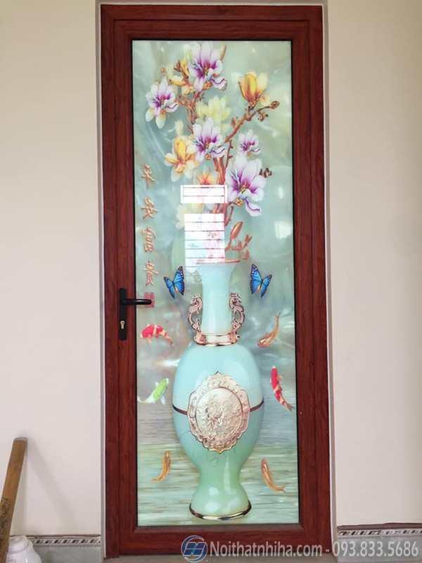 Mẫu cửa nhôm kính Xingfa đẹp màu vân gỗ kết hợp với tranh kính 3d