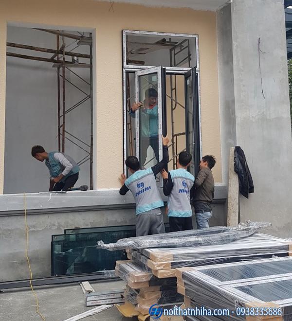 lắp đặt cửa sổ mở quay nhôm hyundai