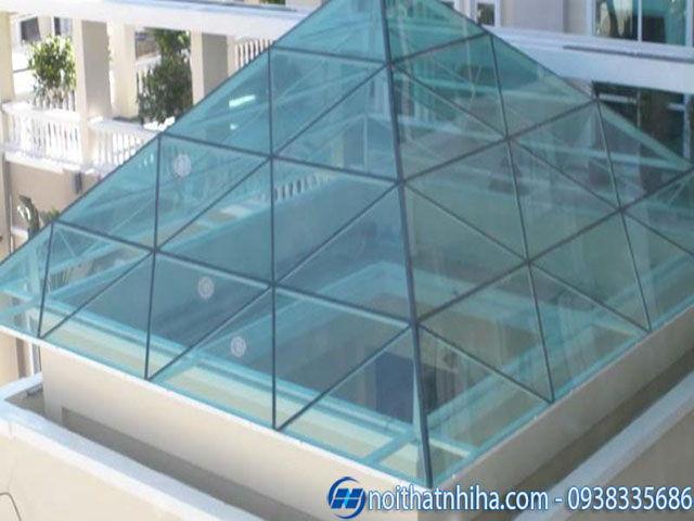 mẫu thiết kế mái kính cường lực che giếng trời