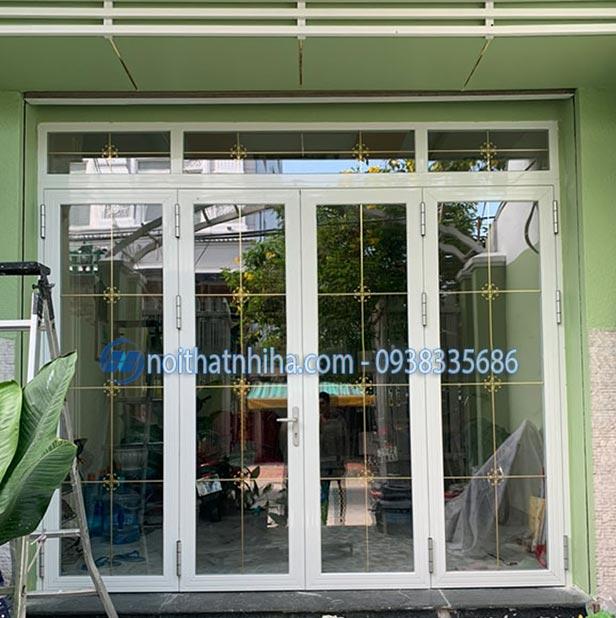 Mẫu cửa nhôm Pmi màu trắng đẹp mắt cho ngôi nhà