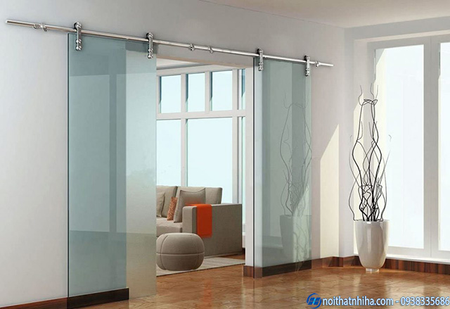 Mẫu cửa kính cường lực 2 cánh mở lùa ngăn phòng ngủ và phòng khách