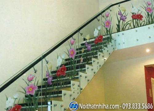 hoa van cau thang kinh Kính hoa văn trang trí nghệ thuật