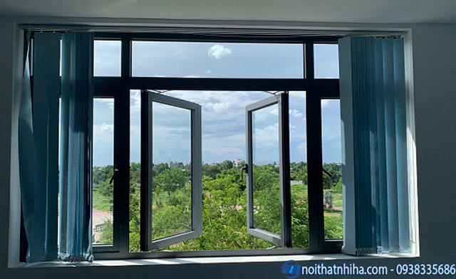 Hình ảnh cửa sổ nhôm kính kín khít chất lượng giảm khả năng bị mưa hắt vào