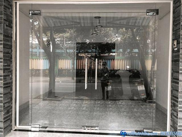 Cửa kính thủy lực phụ kiện inox VVP Thái Lan