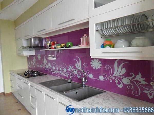 Kính ốp bếp màu hoa văn