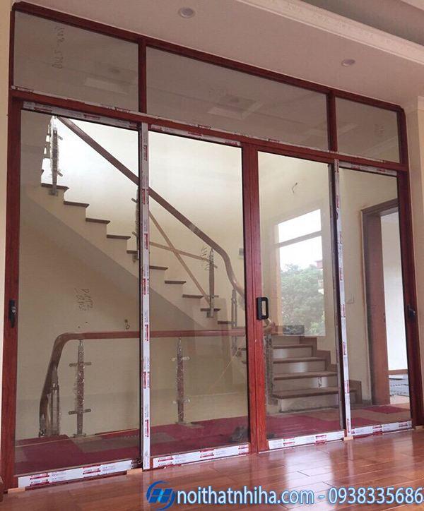 cửa nhôm kính 4 cánh vân gỗ cửa đi ban công mở trượt