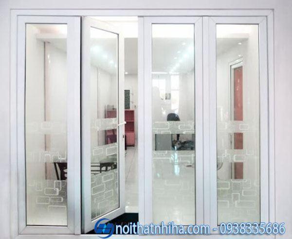 Mẫu cửa chính nhôm xingfa màu trắng cho người mệnh mộc