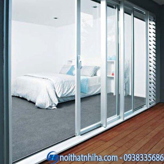 Cửa đi mở trượt nhôm xingfa màu trắng cho phòng ngủ