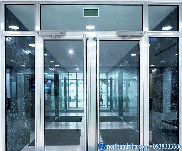 Lắp đặt cửa tự động nhà xưởng chuyên dụng cho nhà máy khu công nghiệp