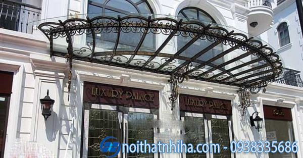 Mái kính sắt nghệ thuật sảnh khách sạn mang vẻ đẹp cổ điển