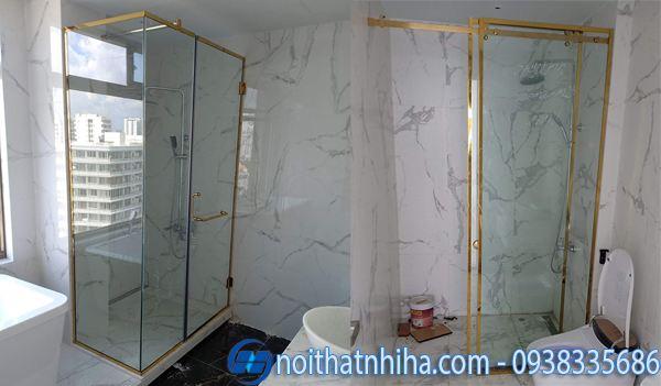 Vách kính phòng tắm nhỏ khung inox vàng