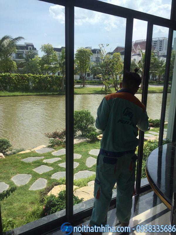 CBCN Công ty Nhị Hà thi công lắp đặt cửa kính biệt thự tại Long Biên