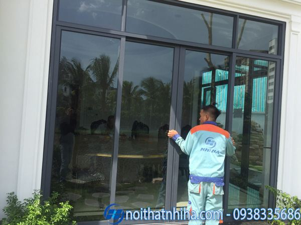 CBCN Công ty Nhị Hà thi công lắp đặt cửa kính biệt thự tại Long Biên- Hà Nội