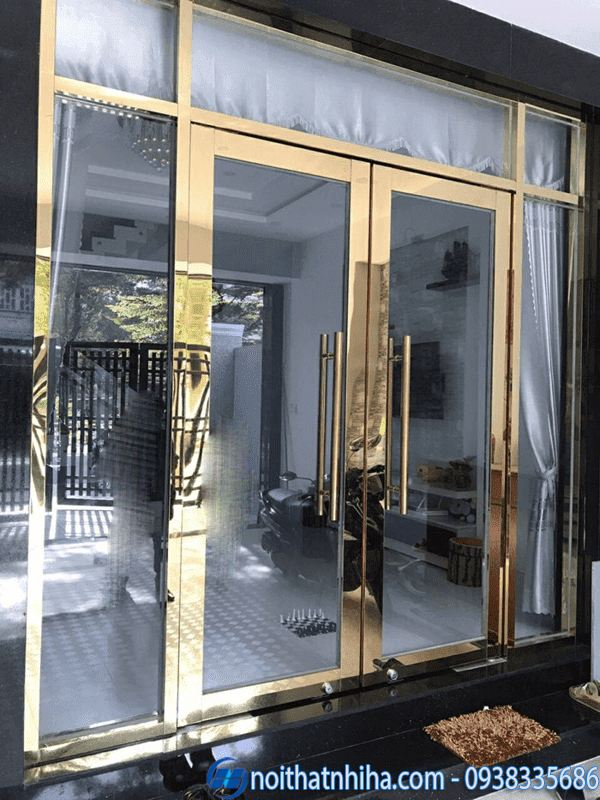 Mẫu cửa kính cường lực nhà ống khung inox nhà mặt phố
