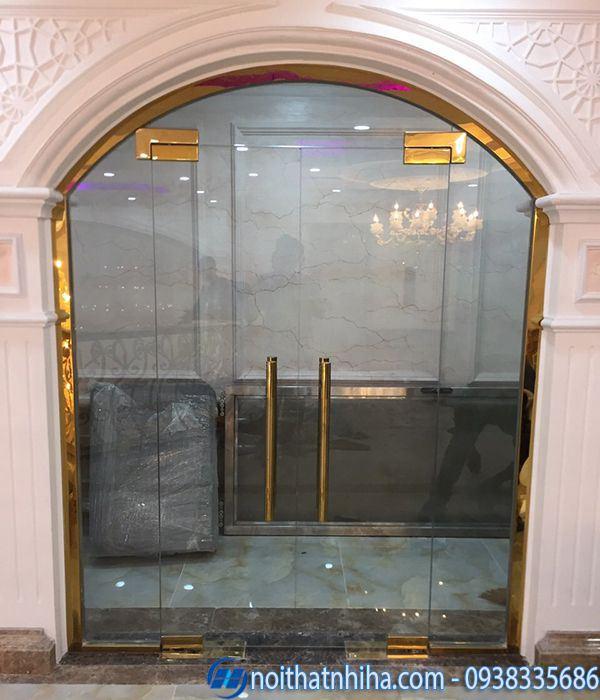 Mẫu cửa kính cường lực nhà ống khung inox phụ kiện mạ vàng