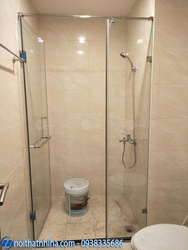 Vách kính phòng tắm mở quay