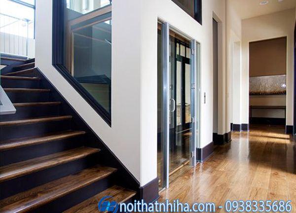 Vách kính thang máy gia đình dùng khung bê tông truyền thống