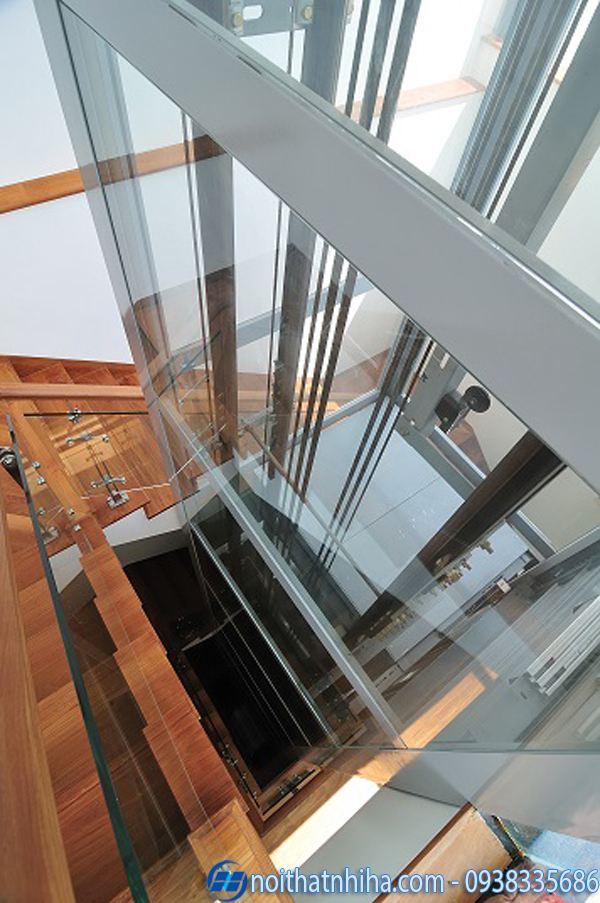 Vách kính thang máy gia đình dùng khung thép chống gỉ