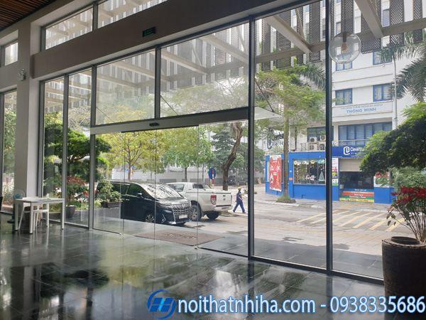 Mẫu cửa kính cường lực 2 cánh dùng cho sảnh chung cư, khách sạn