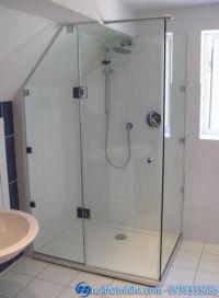 Vách kính phòng tắm vát góc tiết kiệm diện tích