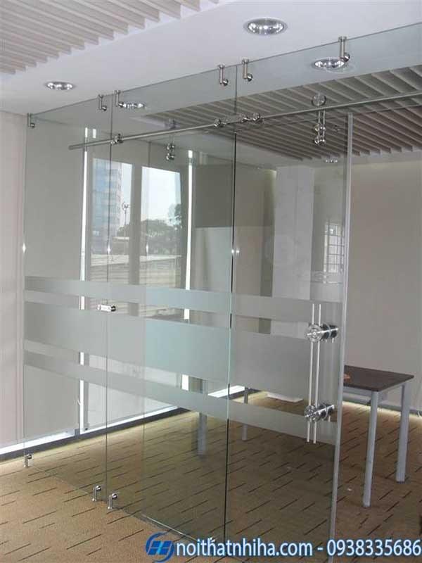 cửa kính lùa trượt dùng cho văn phòng