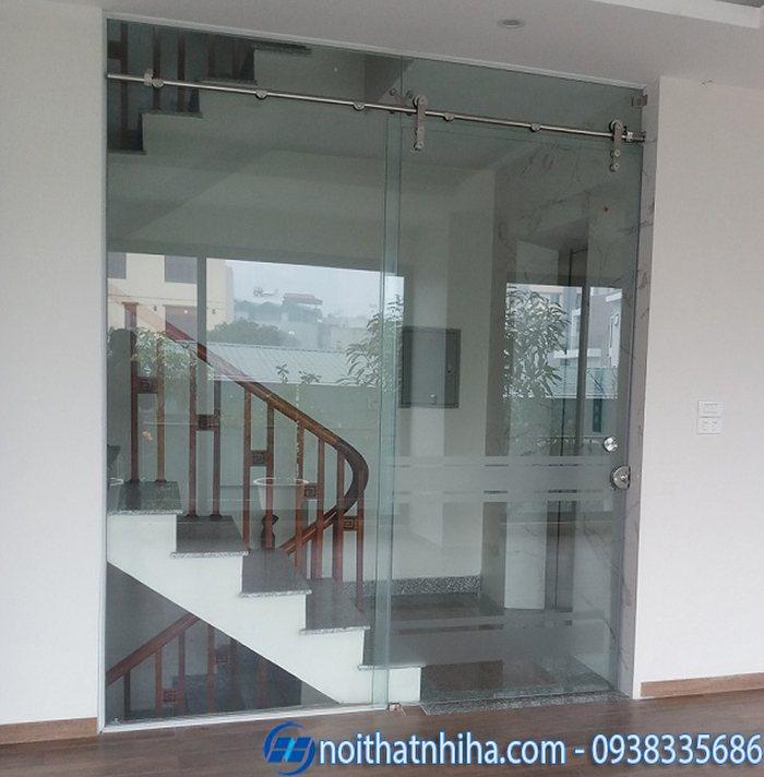 cửa kính lùa vị trí cầu thang