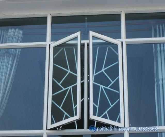 Cửa nhôm Xingfa có khung bảo vệ