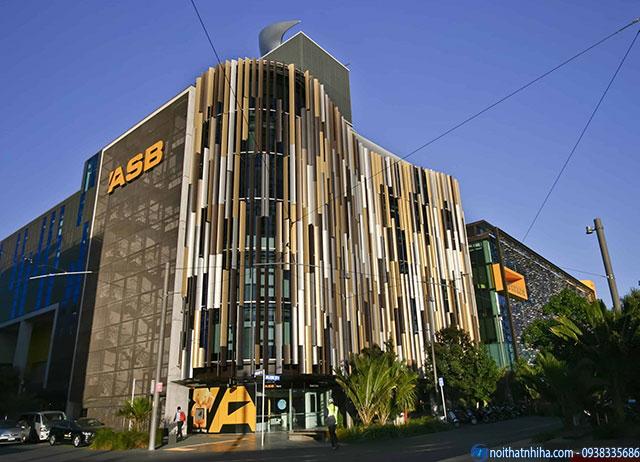 Công trình nhà cao tầng lắp đặt lam nhôm chắn nắng