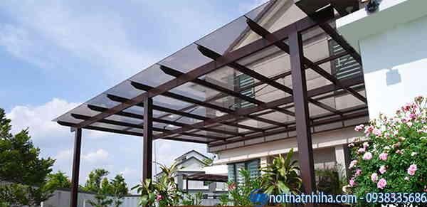 Mẫu thiết kế mái che sân trước nhà kính đẹp đơn giản