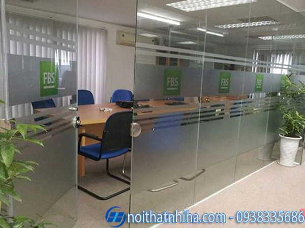 Vách kính văn phòng chia phòng chức năng