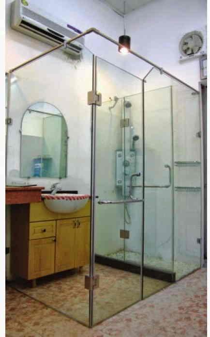 Phòng tắm kính vuông