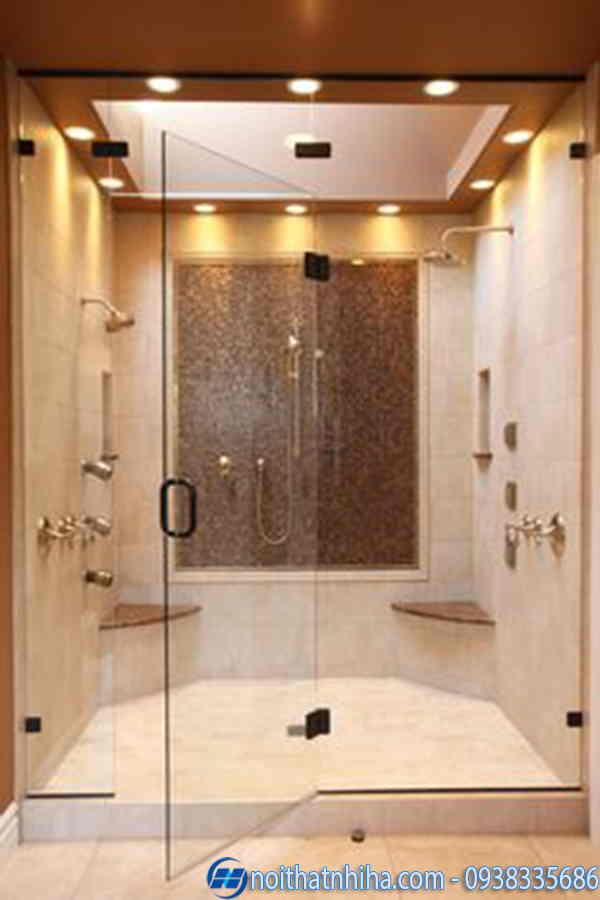 Phòng tắm kính thẳng cửa mở quay
