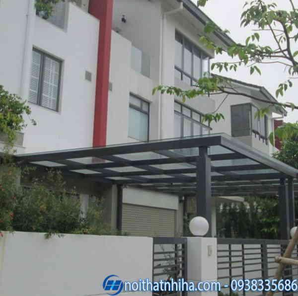 Mẫu thiết kế mái che sân trước nhà bằng kính