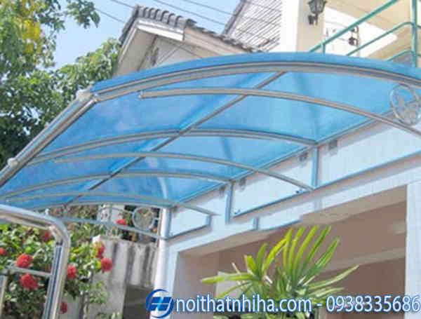 Mẫu thiết kế mái che sân trước nhà nhựa lấy sáng
