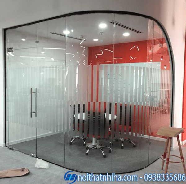 Vách kính văn phòng tiết kiệm diện tích
