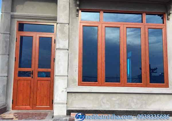 Cửa đi và cửa sổ nhôm vân gỗ kính phản quang