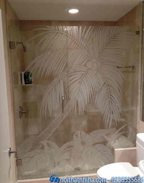 Phòng tắm kính bắn cát hoa văn