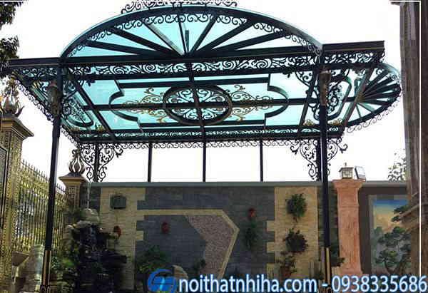 Mẫu thiết kế mái che sân trước nhà kính cường lực khung sắt nghệ thuật
