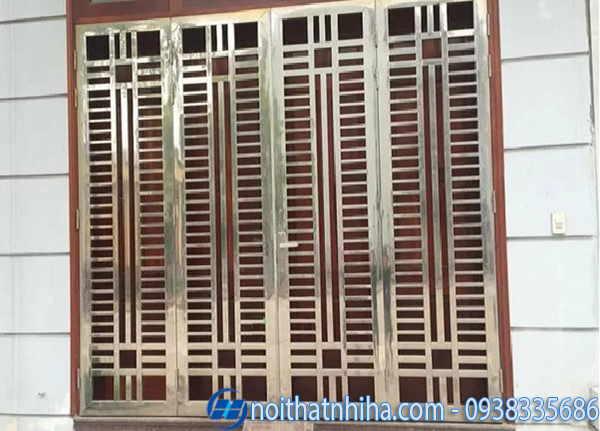 Cửa inox 4 cánh bảo vệ bên ngoài cửa gỗ