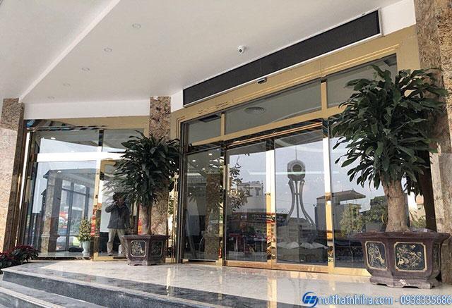 Cửa kính khung inox vàng gương tại Bắc Kạn