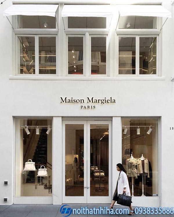 Cửa kính shop thời trang có khung 2