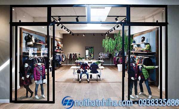 Cửa kính shop thời trang có khung 5