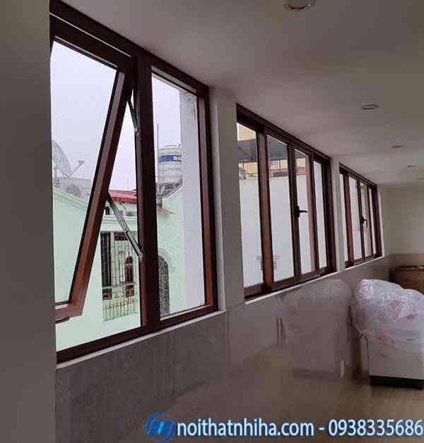 cửa sổ kính cường lực khung nhôm vân gỗ