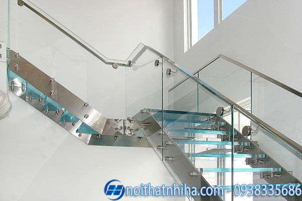 cầu thang kính cường lực khung inox