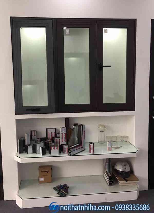 cửa sổ kính cường lực tại showroom Nhị Hà