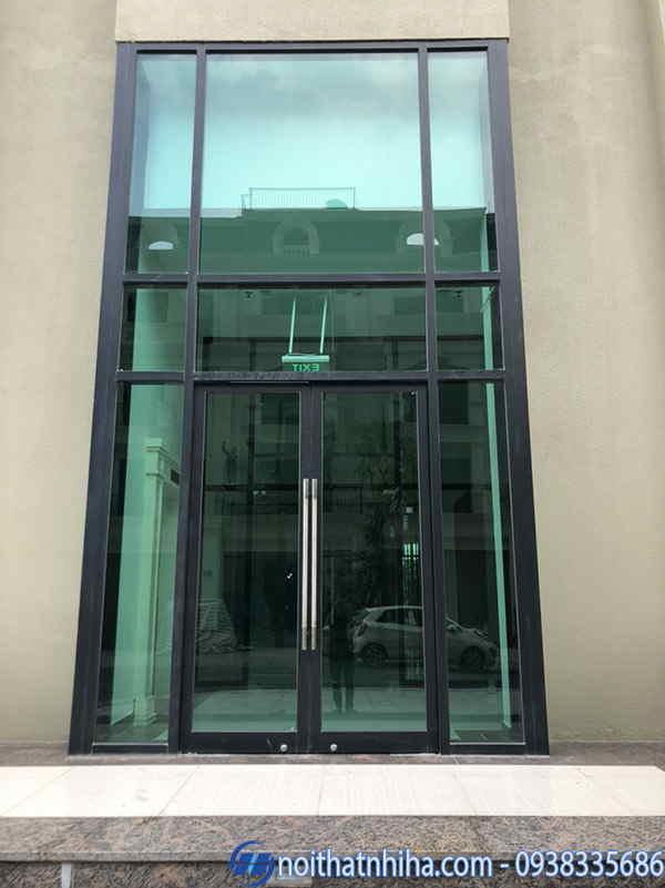 Vách kính cố định nhôm xingfa kết hợp cửa chính mở quay