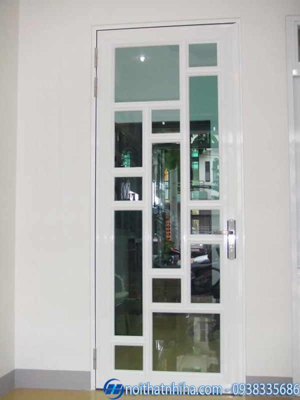 Cửa sắt phòng ngủ màu trắng