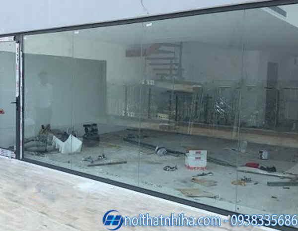 Vách kính cố định nhôm xingfa dành cho showroom