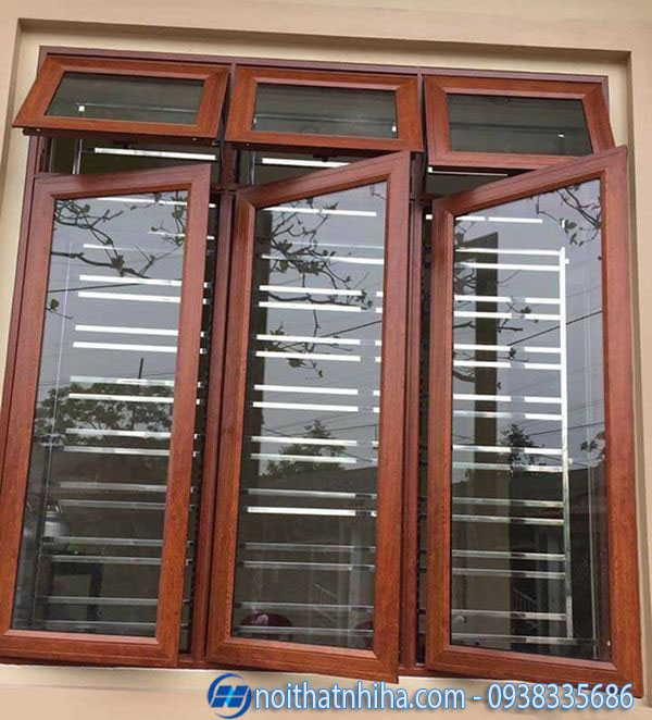 Cửa sổ 3 cánh có khung bảo vệ