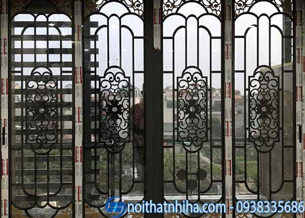 khung bảo vệ cửa sổ bên ngoài cửa kính
